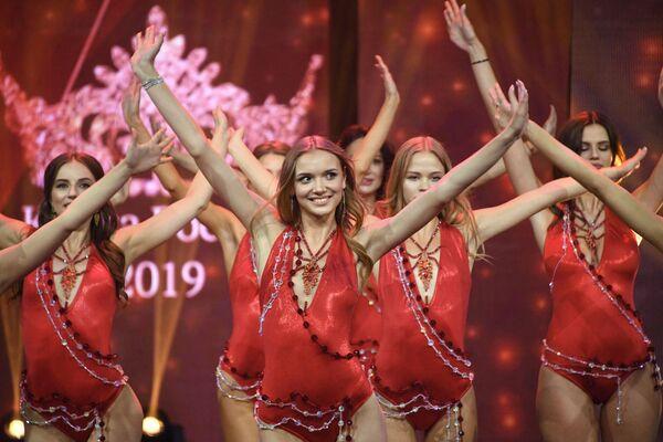 Účastnice finále 25. festivalu krásy a talentu Krása Ruska 2019. - Sputnik Česká republika