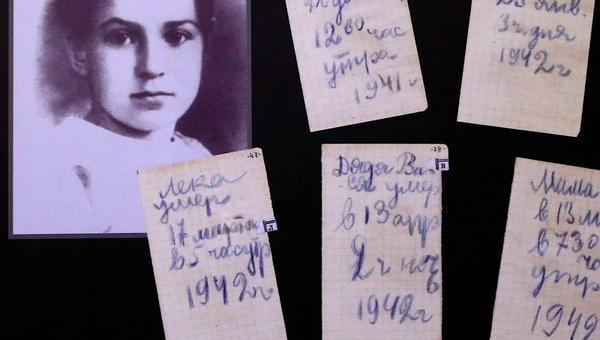Video: 9 řádků jako kronika umírání velké rodiny. Strašidelný symbol toho, co přežilo tisíce rodin - Sputnik Česká republika