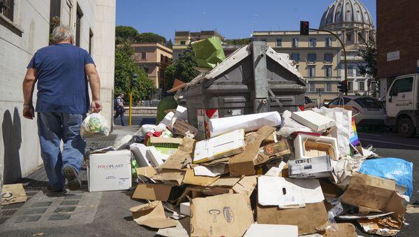 Odpadky na ulici v Římě - Sputnik Česká republika