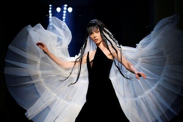 Nejpůsobivější modely Týdne vysoké módy v Paříži - Sputnik Česká republika