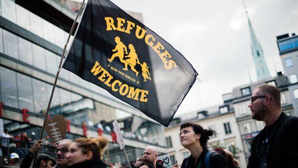 Účastnicí akce solidarity s migranty ve Stockholmu (dne 12. září 2015). - Sputnik Česká republika