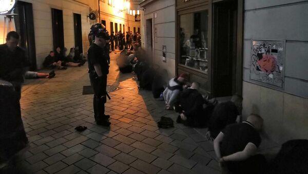 Задержание участников массовой драки в Братиславе - Sputnik Česká republika