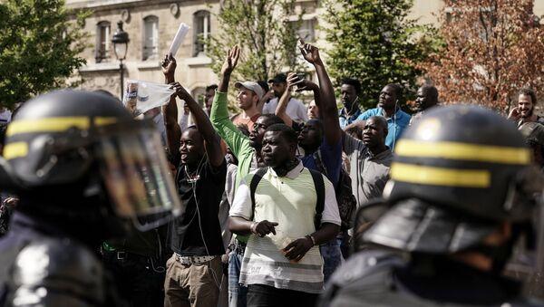 Pařížský Panthéon okupovaly stovky migrantů bez dokumentů  - Sputnik Česká republika
