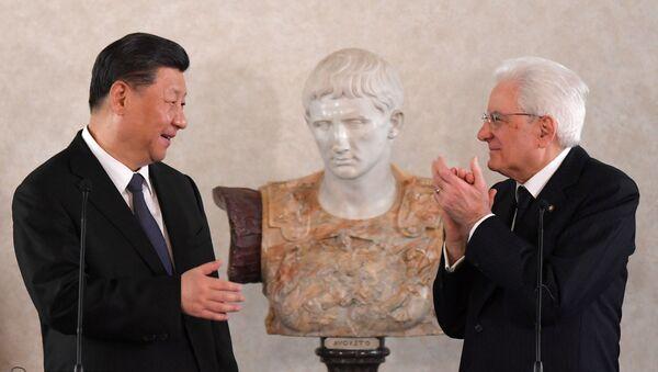 Italský prezident Sergio Mattarella a čínský prezident Si Ťin-pching v Římě (dne 22. března 2019) - Sputnik Česká republika