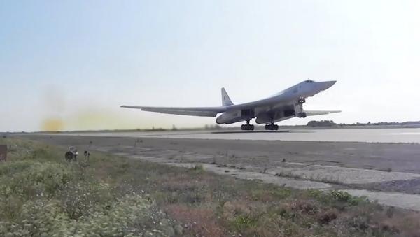 Video: Kvůli ruským letounům Tu-160 vzlétly stíhací letouny tří zemí - Sputnik Česká republika