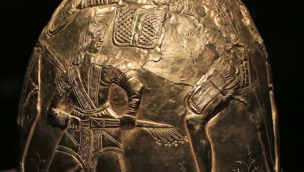 Helma z kolekce skytského zlata. Muzeum Allarda Piersona  - Sputnik Česká republika