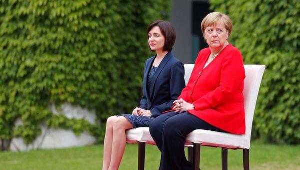 Angela Merkelová a Maia Sanduová  - Sputnik Česká republika