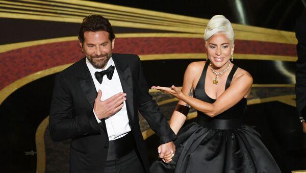 Bradley Cooper a Lady Gaga na Oscaru - Sputnik Česká republika