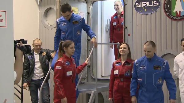 Video: Dobytí Měsíce člověkem je za dveřmi. V Moskvě skončil jedinečný mezinárodní experiment napodobující let na Měsíc - Sputnik Česká republika
