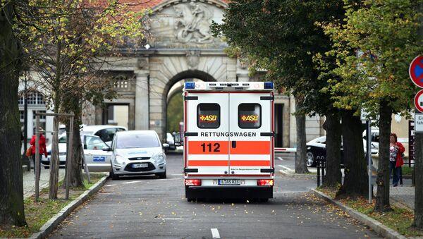 Sanitka vedle nemocnice v Leipzigu, Německo - Sputnik Česká republika