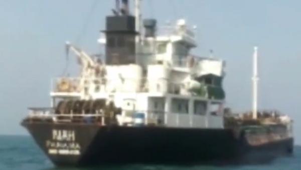 Video: Írán v Perském zálivu zadržel cizí ropný tanker s pašeráky. Zatím se neví, komu tanker patří - Sputnik Česká republika