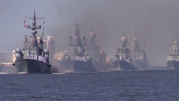 Video: V Petrohradě se za účasti 12 válečných lodí a letadel konala první zkouška hlavního vojenského námořního průvodu - Sputnik Česká republika