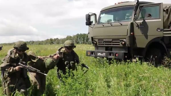 Video: Ruské jednotky rychlého nasazení realizují vojenská cvičení v několika regionech země - Sputnik Česká republika