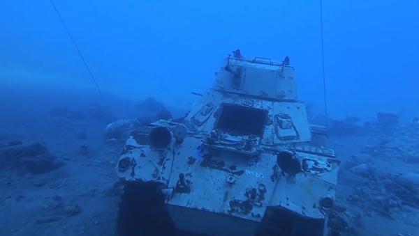 Video: V Jordánsku se otevřelo unikátní podvodní muzeum vojenské techniky provozované ozbrojenými silami země - Sputnik Česká republika