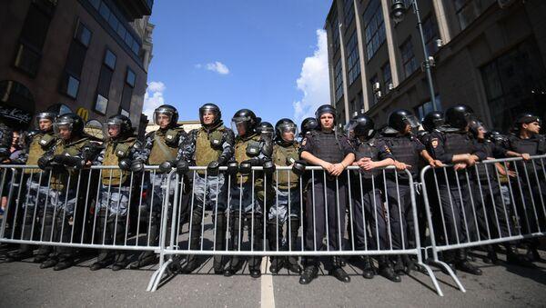 Policisté během nepovolené akce v Moskvě - Sputnik Česká republika