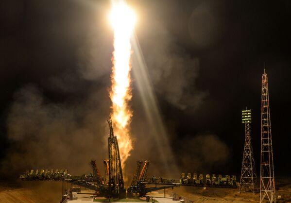 Start nosné rakety Sojuz-FG s pilotovanou kosmickou lodí Sojuz MS-13 z Bajkonoru. - Sputnik Česká republika