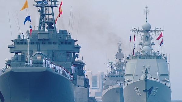 Video: V Rusku po celé zemi od Vladivostoku do Sevastopolu proběhly vojenské přehlídky na počest Dne ruského námořnictva - Sputnik Česká republika