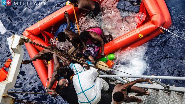 Neziskovky proti vládním zákonům. Jak a proč Itálie bojuje s migranty - Sputnik Česká republika