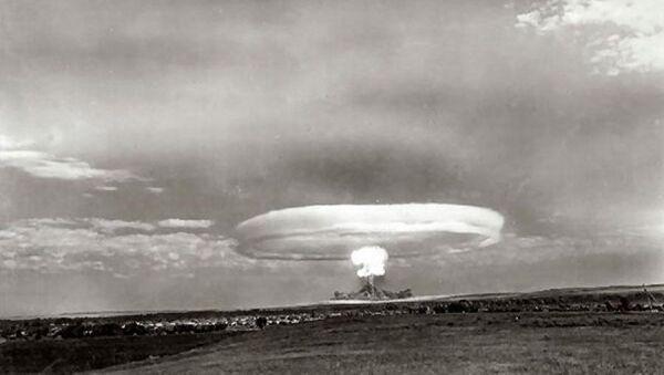 Test jaderné bomby v průběhu vojenských cvičení na Tocké střelnici v roce 1954 - Sputnik Česká republika