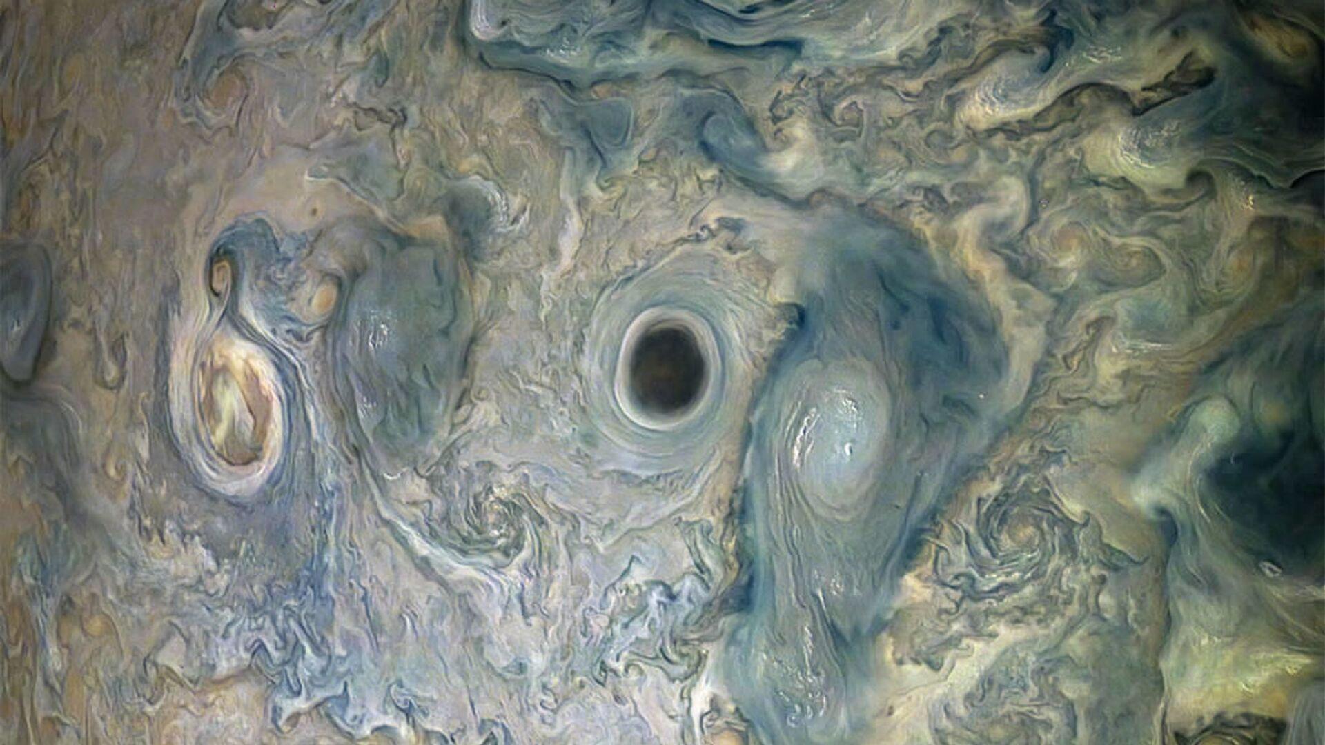 Темный вихрь в атмосфере Юпитера - Sputnik Česká republika, 1920, 16.09.2021