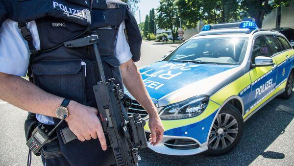 Německý policista se zbraní. Ilustrační foto - Sputnik Česká republika