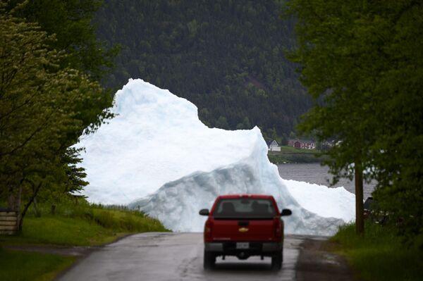 Auto poblíž ledovce v kanadském Newfoundlandu - Sputnik Česká republika