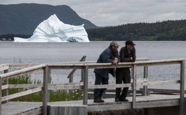 Ledovec poblíž Kings Point, Newfoundland, Kanada - Sputnik Česká republika