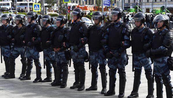 Policie během neschváleného mítinku - Sputnik Česká republika