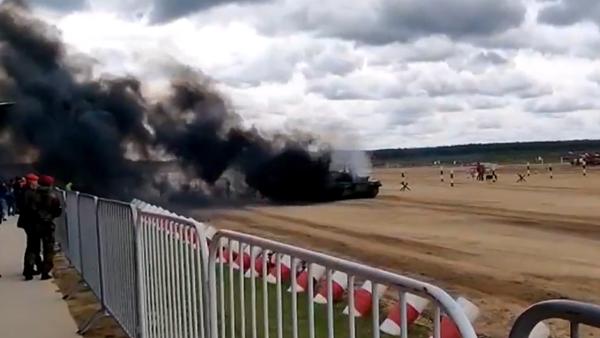 Video: Íránský tank s posádkou  se naplnil dýmem  během Mezinárodních armádních her - Sputnik Česká republika