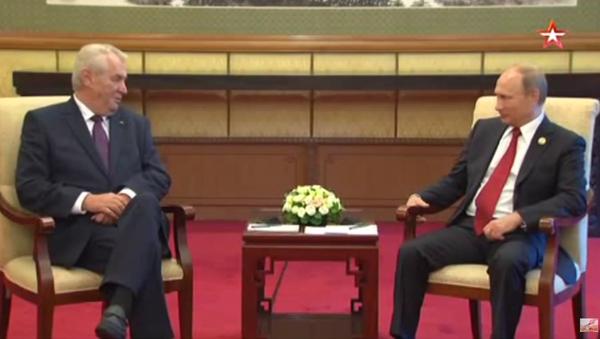 Zeman mluví s Putinem rusky - Sputnik Česká republika