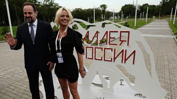 Sergej Donskoj a Pamela Andersonová - Sputnik Česká republika