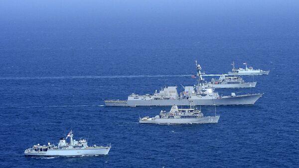 Americké a britské námořnictvo na cvičení v Perském zálivu (dne 31. října 2014). - Sputnik Česká republika