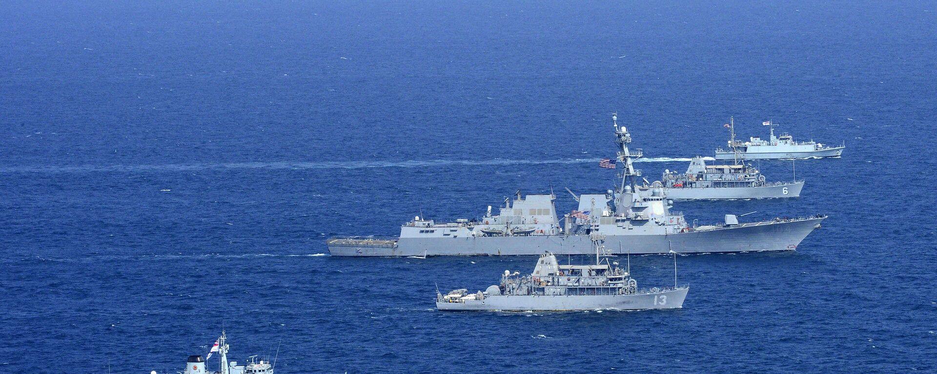 Americké a britské námořnictvo na cvičení v Perském zálivu (dne 31. října 2014). - Sputnik Česká republika, 1920, 28.09.2021