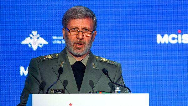 Íránský ministr obrany, brigádní generál Amír Chátami  - Sputnik Česká republika