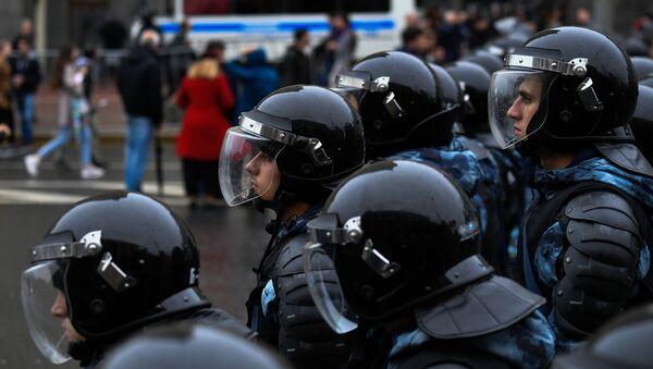 Policie zadržela 136 osob, které se po povolené akci v centru Moskvy zúčastnily nepovoleného pochodu - Sputnik Česká republika