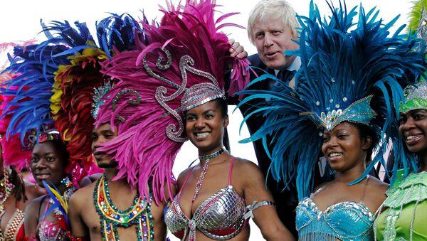 Boris Johnson a tanečnice - Sputnik Česká republika