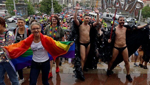 Účastníci pochodu Prague Pride 2019 - Sputnik Česká republika