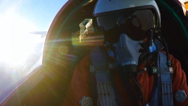 Video: Boj nadzvukových výškových stíhaček Mig-31BM ve stratosféře. Unikátní záběry z kokpitu pilota - Sputnik Česká republika