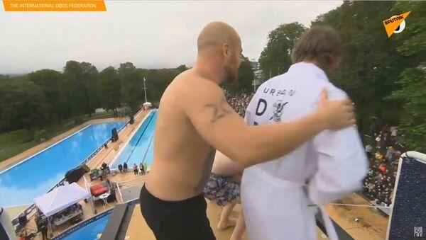 """""""Na placáka."""" Oslo pořádá každoroční soutěž ve """"smrtelných skocích do vody"""" - Sputnik Česká republika"""