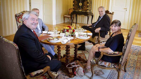 Schůzce předsedy KSČM Vojtěcha Filipa s prezidentem Milošem Zemanem - Sputnik Česká republika