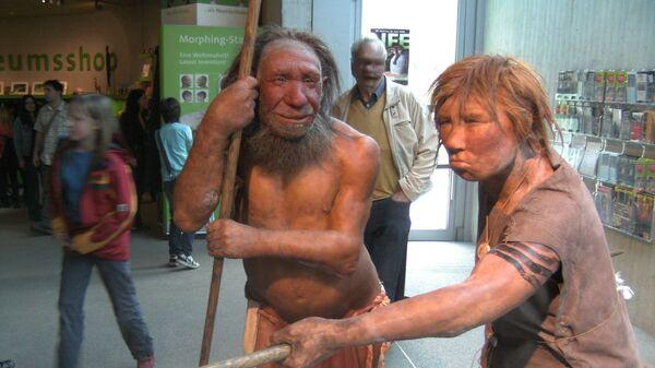 Model neandertálců (Muzeum Neanderthal, Německo) - Sputnik Česká republika