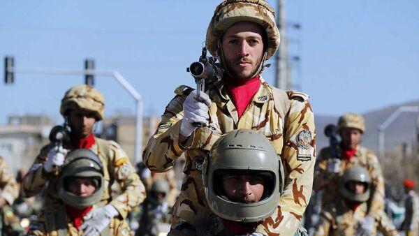 Íránští vojáci během oslav Dne Armády Islámské republiky Írán - Sputnik Česká republika