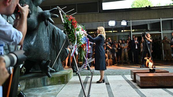 Slovenská prezidenta Zuzana Čaputová pokládá věnec během oslav 75. výročí Slovenského národního povstání - Sputnik Česká republika