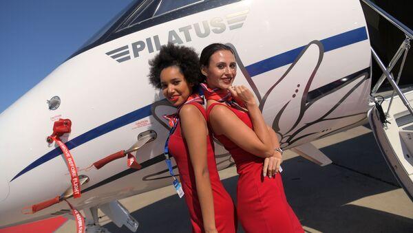 Dívky a letadla: Co všechno je k vidění na mezinárodním leteckém a vesmírném salonu MAKS 2019 - Sputnik Česká republika
