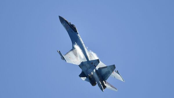 Su-35 v Moskvě - Sputnik Česká republika