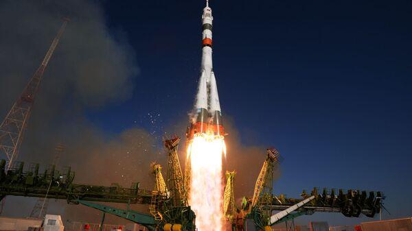 Start rakety z kosmodromu Bajkonur - Sputnik Česká republika