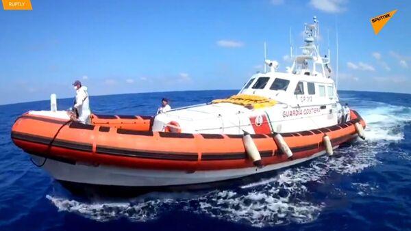 135 migrantům bylo umožněno opustit záchranné lodi ve Středozemním moři - Sputnik Česká republika