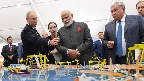 Ruský prezident Vladimir Putin a indický premiér Naréndra Módí ve Vladivostoku - Sputnik Česká republika