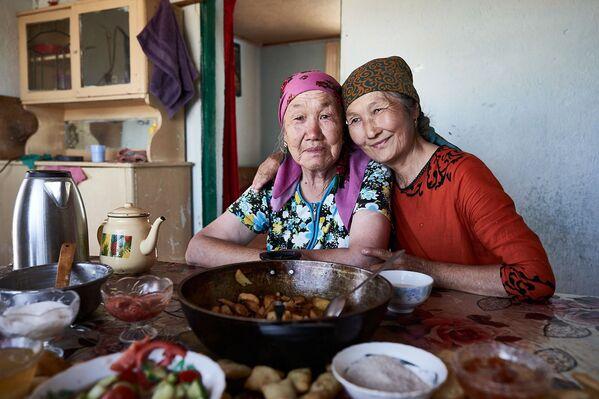 Starší ženy v domě jedné z nich. - Sputnik Česká republika