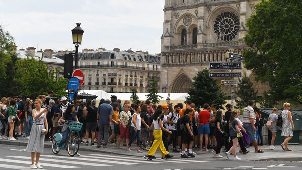 Turisté vedle Notre Dame de Paris - Sputnik Česká republika